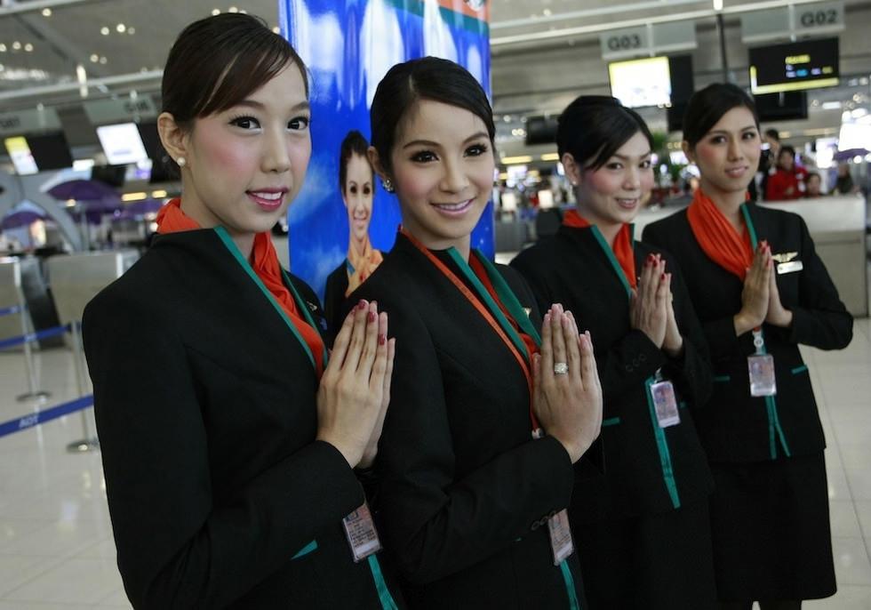 El primer vuelo con azafatas del tercer sexo
