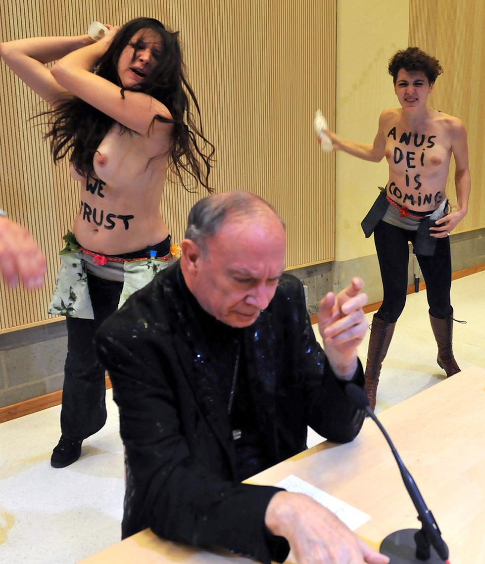 Femen y el sacramento del Bautismo