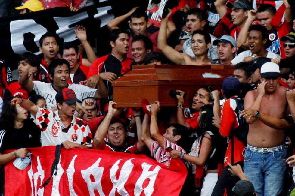 El último partido: al fútbol en un ataúd