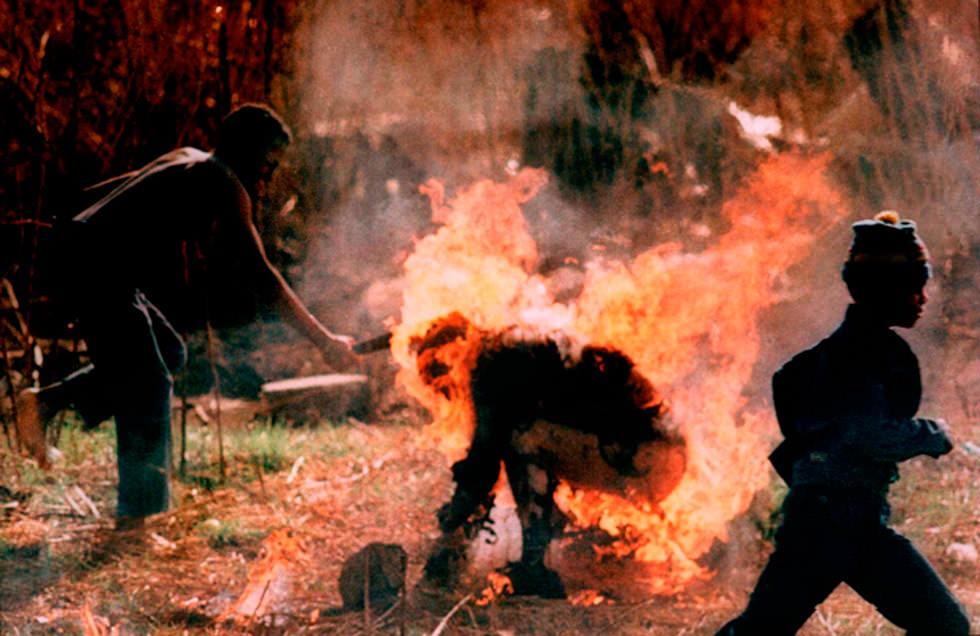 """La """"antorcha humana"""" (Soweto 1990)"""