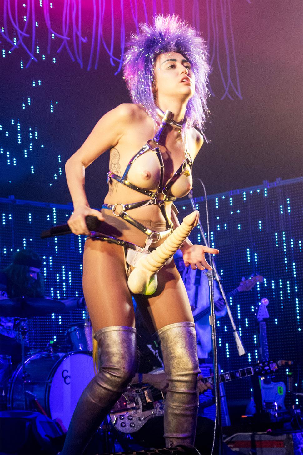 Príapo, la otra cara de Myley Cyrus