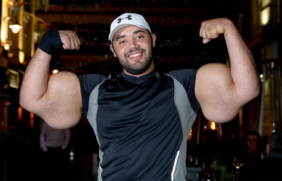 Los bíceps más grandes del mundo