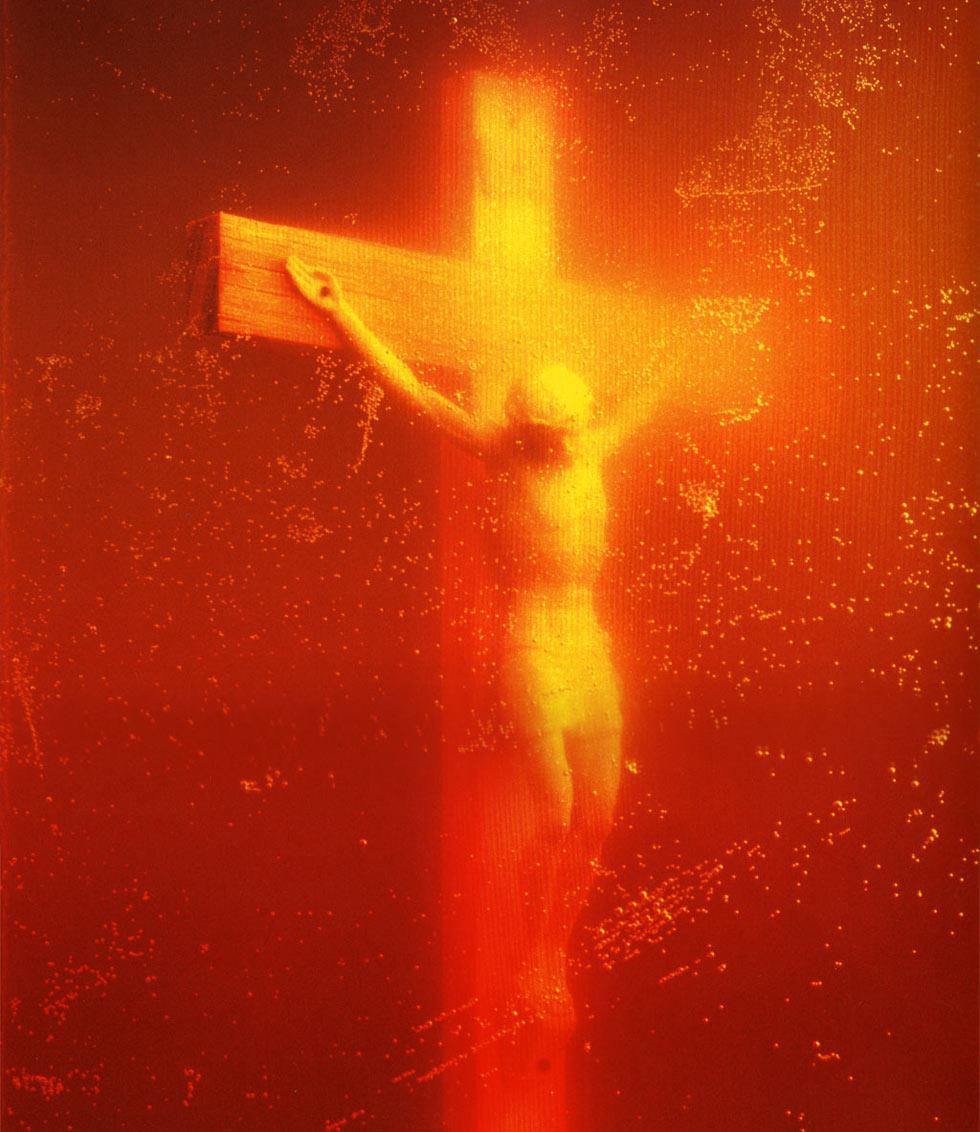 Piss Christ (crucifijo sumergido en orina)