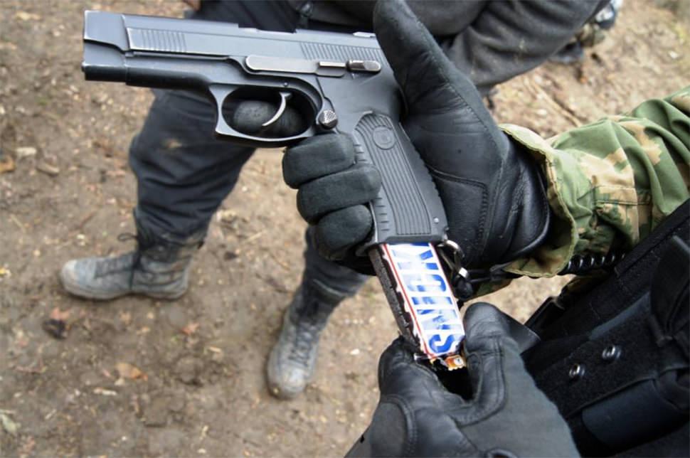 Cómo pasar un Snickers en un cine americano sin ser detectado