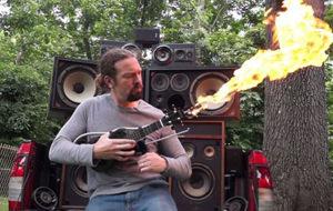 El ukelele lanzallamas inspirado en Mad Max