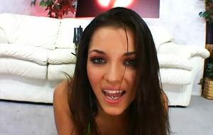 Alicia Angel, satisfacción anal garantizada