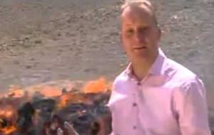 El periodista de la BBC que se colocó quemando drogas