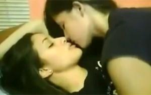 Un homenaje a los besos lésbicos caseros