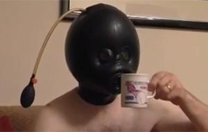 Mr. Blow Up tiene un fetiche: el látex inflable