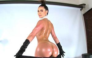 Kendra Lust en modo Kim Kardashian