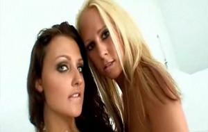 Porno con dos lolitas llegadas de la Europa del Este: Carla Cox y Aletta Ocean