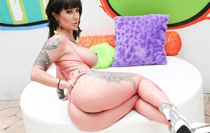 Dollie Darko, otro hiperculo tatuado