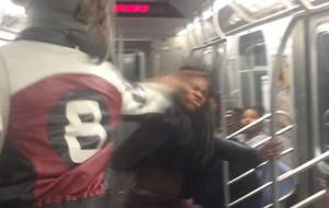 Ensalada de hostias en el metro de Nueva York