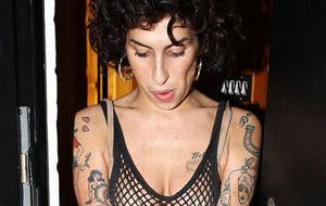 Más fotos de la escultural Amy Winehouse
