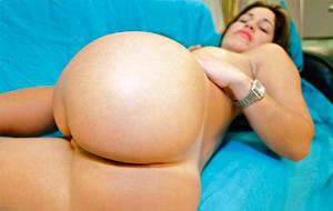 Laura Moreno se examina analmente