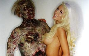 Courtney Stodden posa desnuda con un cadáver