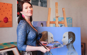 Irina Romanov, la rusa que pinta a Putin con las tetas