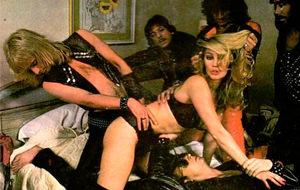 Cuando Judas Priest posaba con modelos eróticas