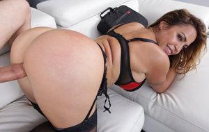 Julianna Vega: seducción por aplastamiento