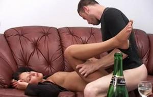 El sexo de una modelo rusa totalmente borracha