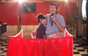 Lo último en TV japonesa: el karaoke y el manubrio