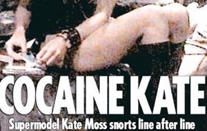 Kate Moss pillada esnifando cocaina