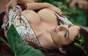 Katey llega a Playboy: cuidado que enamora