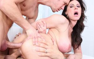 La primera penetración doble de Kendra Lust