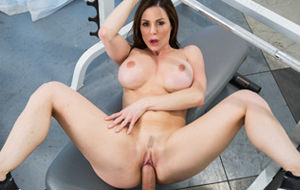 Postureo gimnástico con Kendra Lust