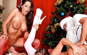 Kortney, Jessica y Alanah se follan la Navidad