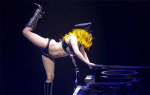 Lady Gaga al estilo Britney Spears