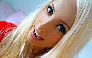 El porno casero de Laura Paradise: la chica del pelo raro