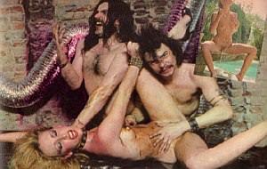 Homenaje al porno 80's: calendario rockero