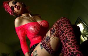 Nuevo lésbico altporn con Mandy Morbid