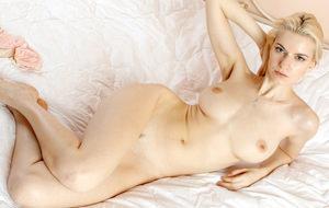 Maya Dmitrieva, un cuerpo fascinante