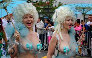 Gente rara en el Desfile de Sirenas 2015