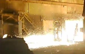 Metal líquido inunda una fábrica rusa