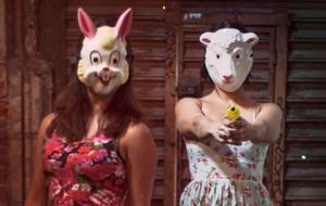 Mexicanas disparan confeti a los babosos