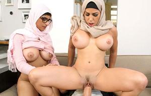 Mia Khalifa y Julianna Vega en el califato del porno