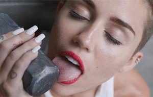 Miley Cyrus prolonga su propia demencia