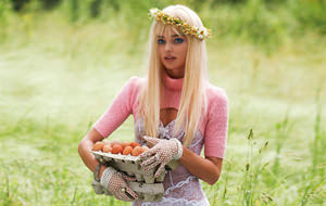 Miranda Kerr rinde tributo a la pornstar Cicciolina