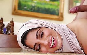 Nadia Ali también trabaja el hiyab