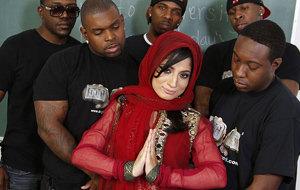Nadia Ali insiste con el porno musulmán