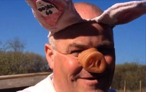Este es el campeón mundial de imitación de cerdos