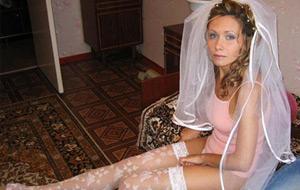 Vistiendo a la novia (prometidas en pelotas)
