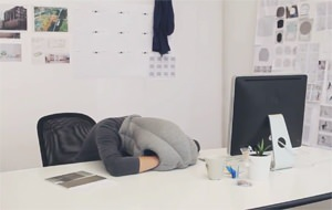 Almohada Ostrich, la siesta portátil definitiva