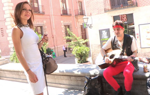 Universitaria pija follando con un músico callejero