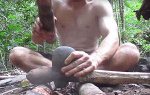 El survivalista loco que construye casas