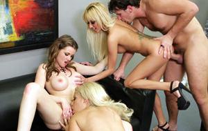 Metaporno con Breanne, Raven Alexis y Bridgette