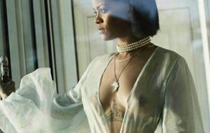 Otro vídeo de Rihanna que no escatima en tetas